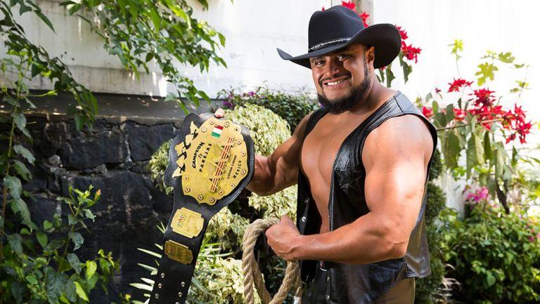 Texano Jr. posa para la lente de RÉCORD