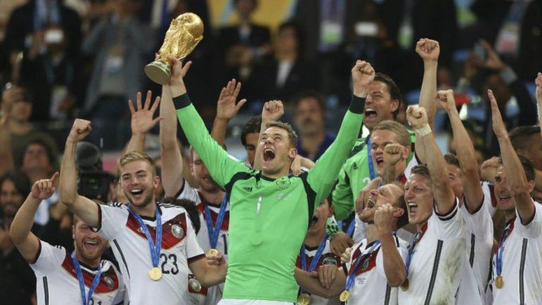 Manuel Neuer levanta la Copa del Mundo en Brasil 2014