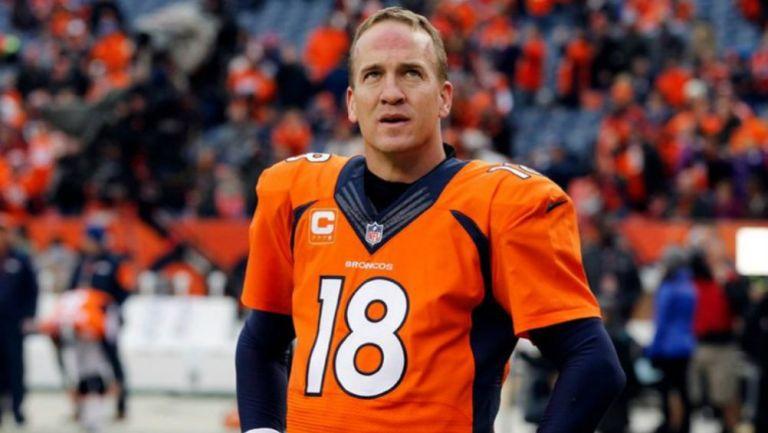 Peyton Manning portando el jersey de Denver