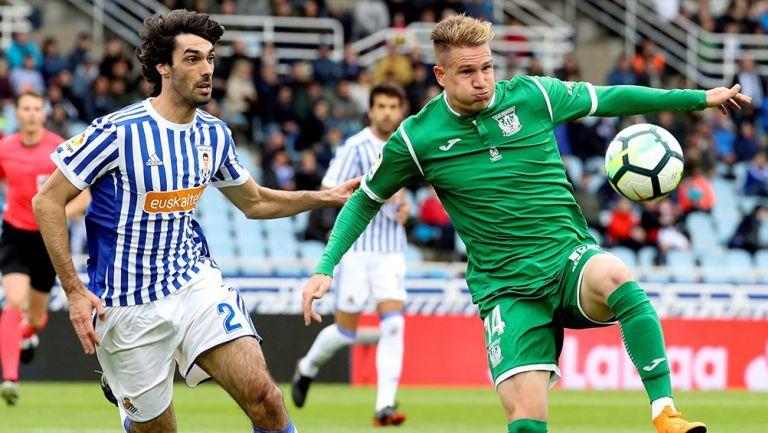 Martínez disputa el balón en juego contra Leganés