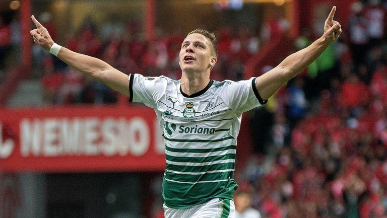 Julio Furch celebra un gol con Santos en la Final del C2018