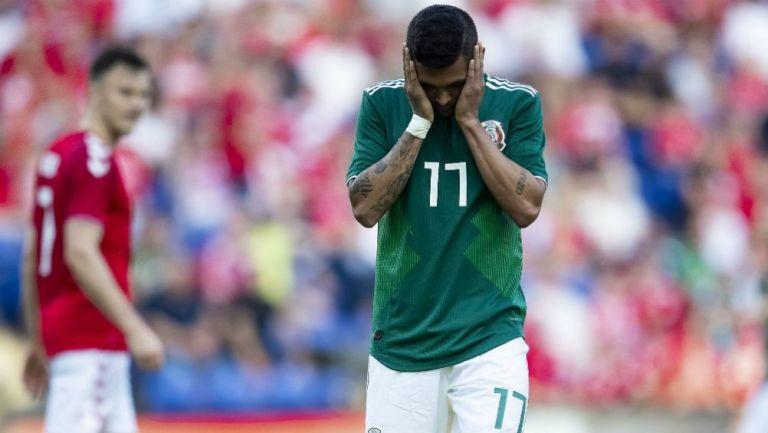 Tecatito Corona se lamenta después del partido