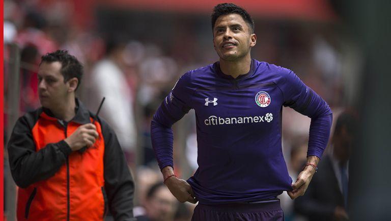 Alfredo Talavera mirando al cielo tras ser expulsado