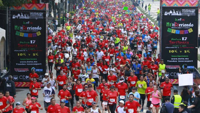 Miles de atletas corren el Maratón de la Ciudad de México