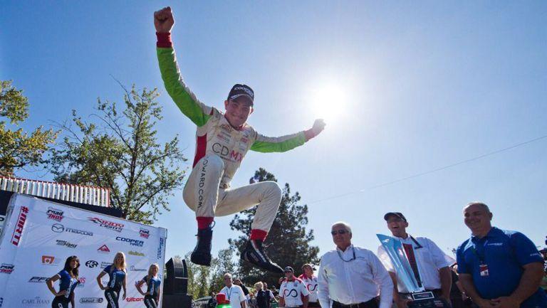 Patricio O'Ward celebra su triunfo en Indy Lights