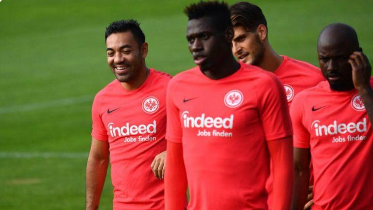 Marco Fabián, en la práctica del Eintracht con sus compañeros
