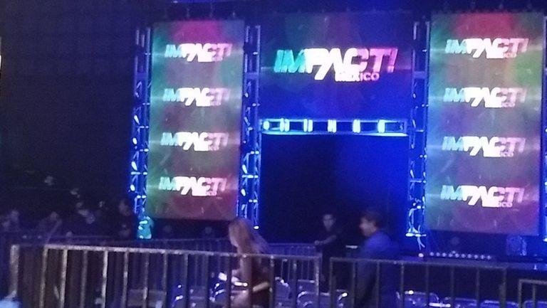 Logotipo de Impact Wretling en verde, blanco y rojo