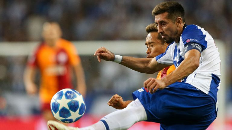 Héctor Herrera durante el partido contra Galatasaray