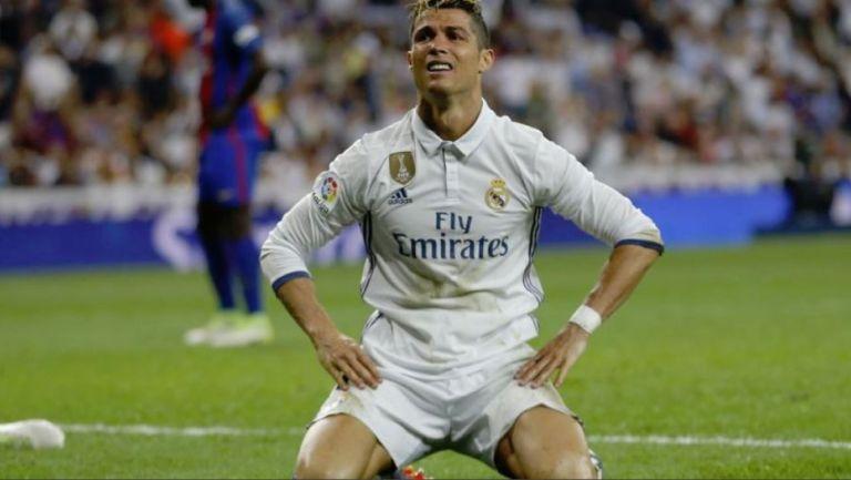 Cristiano Ronaldo se lamenta tras fallar anotación con el Real Madrid