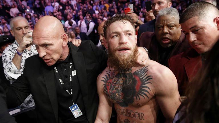 Conor McGregor durante el combate contra Nurmagomedov