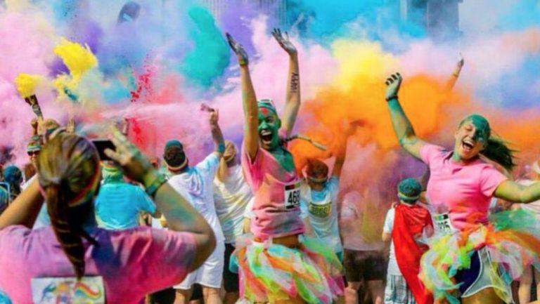 Gente disfruta de The Color Run en México