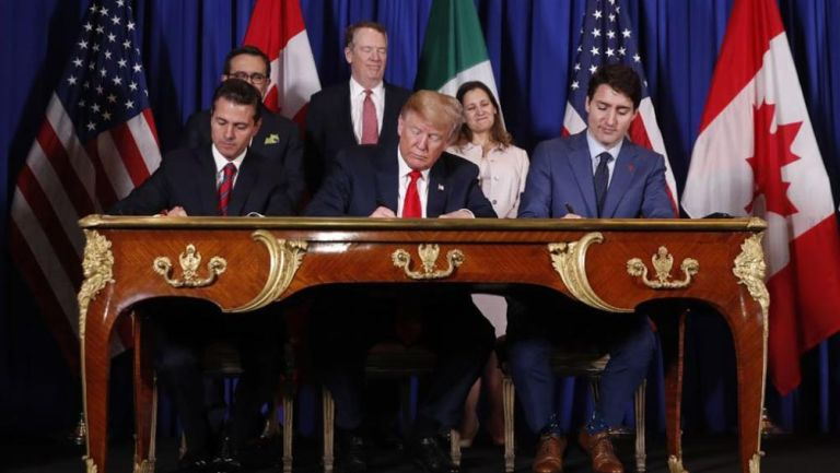 Peña Nieto, Trump y Trudeau firmando el acuerdo