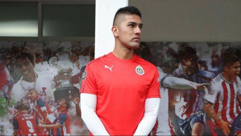 Tony Alfaro con la camiseta de entrenamiento de Chivas