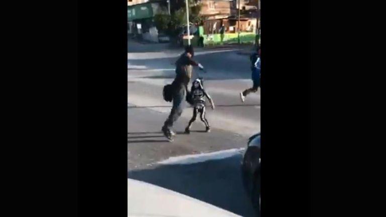 La Parkita luchando en un semáforo