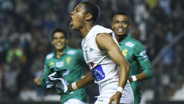 Yairo Moreno en festejo del gol de León