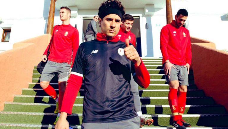 Ochoa, previo a un entrenamiento con el Lieja