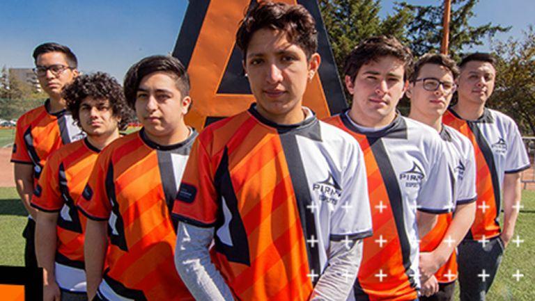 Los jugadores de Anáhuac Esports posaron en las instalaciones de la universidad