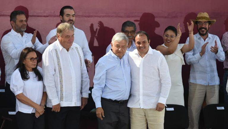 Blanco se toma foto con Andrés Manuel López Obrador