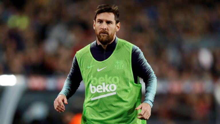 Messi realiza ejercicios de calentamiento en un juego del Barça