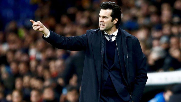 Solari da indicaciones en un duelo del Real Madrid