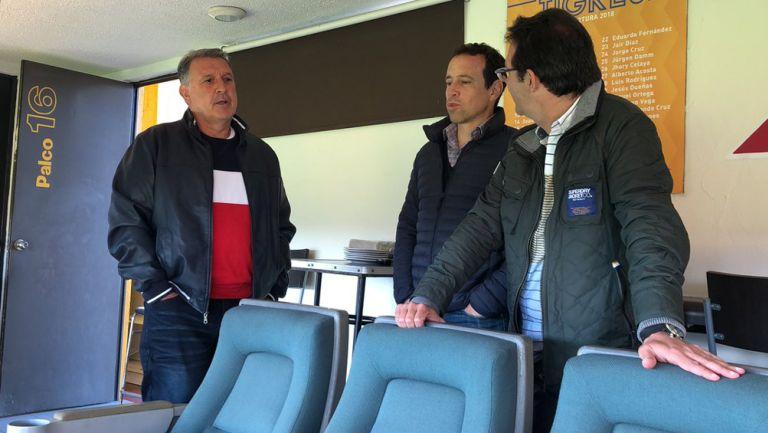 Tata, Torrado y Sancho platican en el Universitario