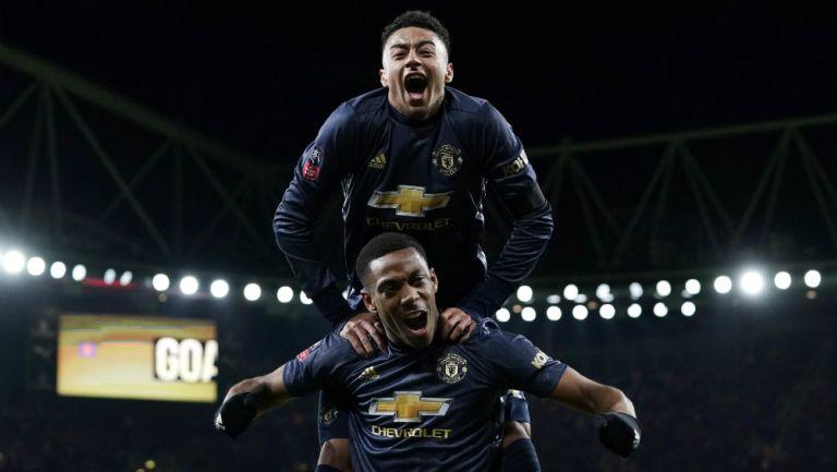 Martial festeja junto a Lingard victoria del Manchester United