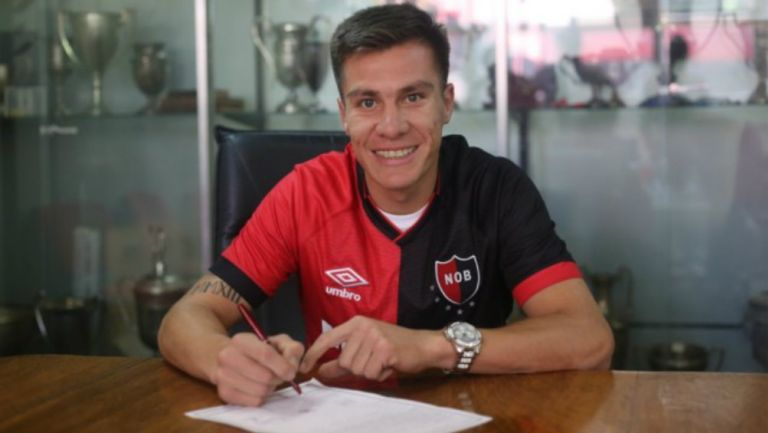 Cristian Insaurralde firma su contrato con el Newell's Old Boys