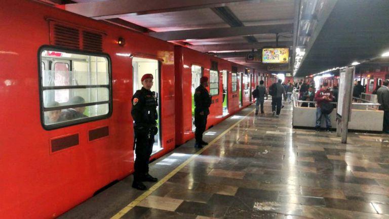 Estación del metro custodiada por elementos de la PBI