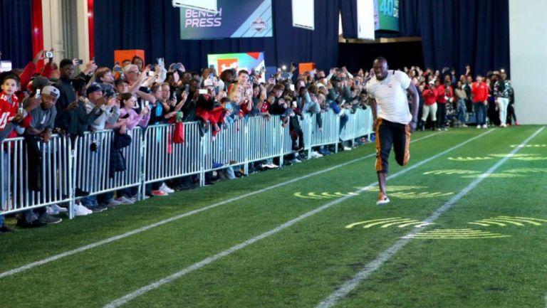 Usain Bolt durante evento de la NFL