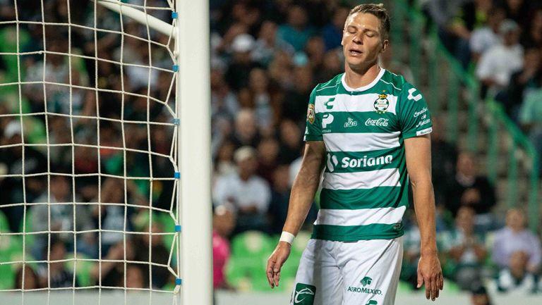 Julio Furch se lamenta en juego de Santos