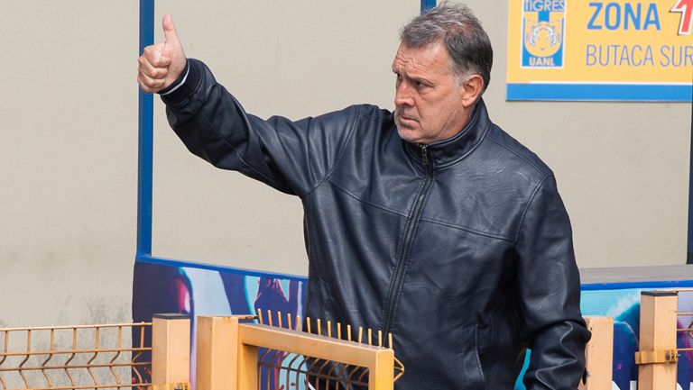 Gerardo Martino saluda en entrenamiento de Tigres