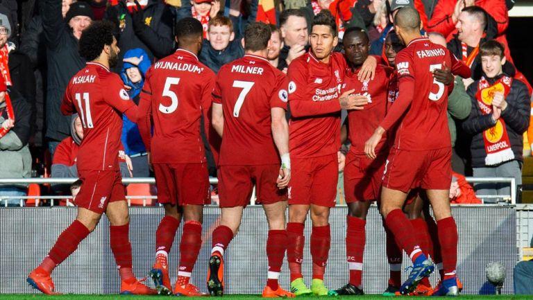 Jugadores del Liverpool celebran la victoria