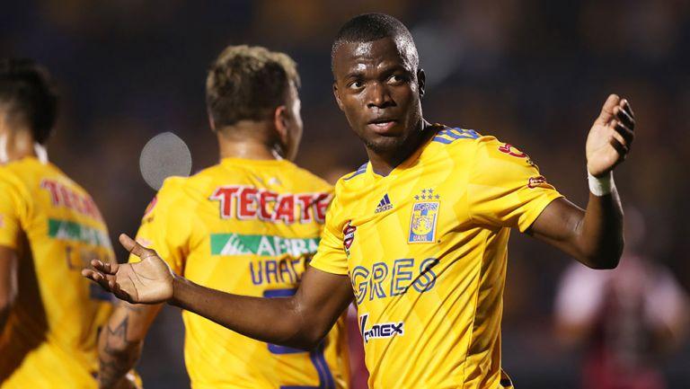Valencia, durante un juego con Tigres