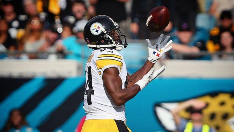 Antonio Brown durante un juego con Pittsburgh Steelers