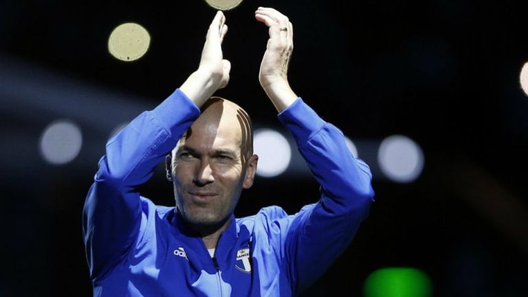 Zidane aplaude en un evento