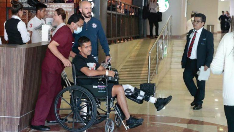 Elías Hernández abandona hospital tras cirugía