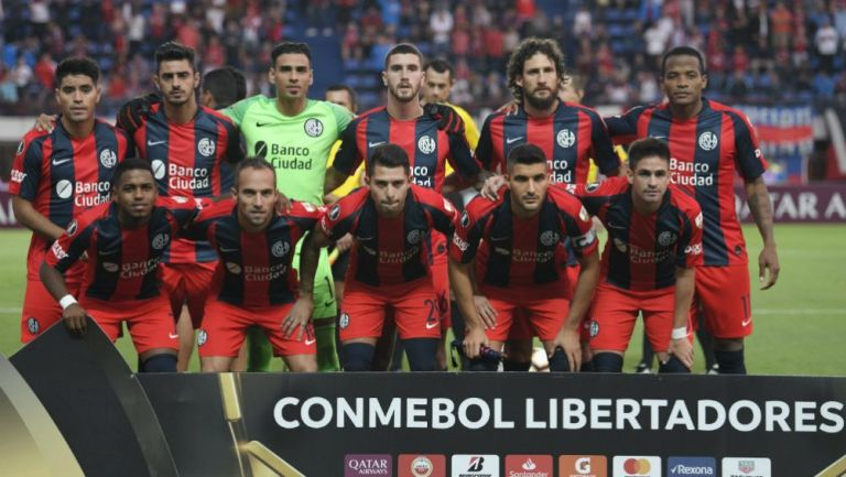 Jugadores de San Lorenzo previo a disputar un juego de Libertadores