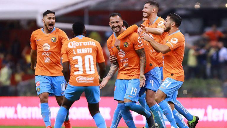 Aguilera celebra su gol, el segundo de las Águilas ante Tigres en el Azteca