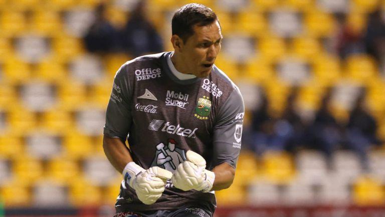 Rodolfo Cota festeja un gol del León