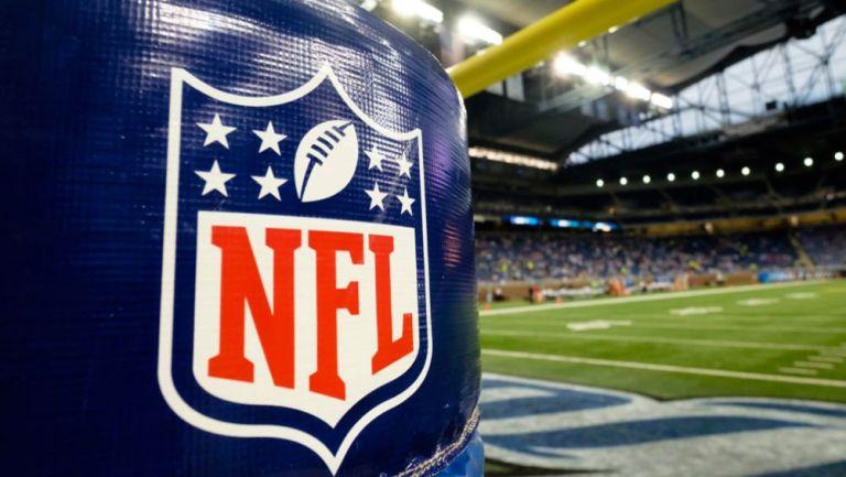 Logo de la NFL en un estadio