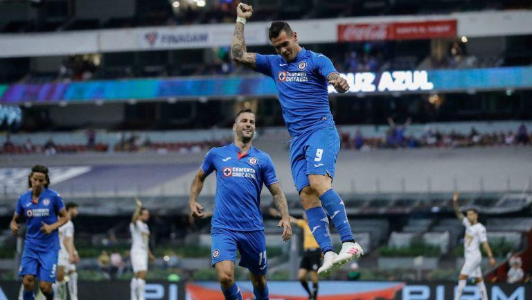 Caraglio celebra doblete con el Cruz Azul