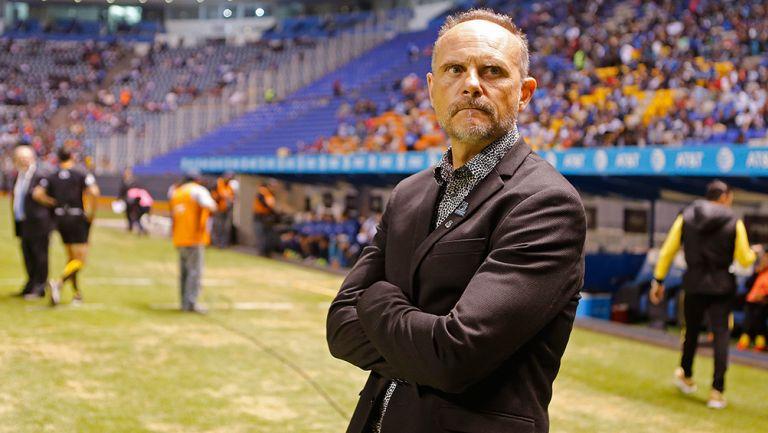 Torrente observa gradas del Estadio Cuauhtémoc