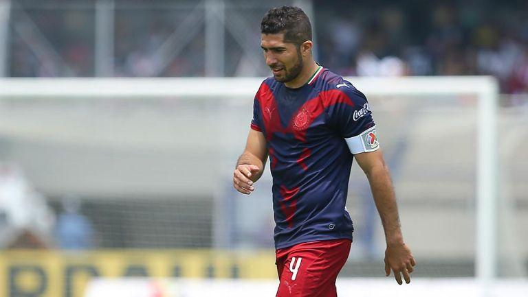 Jair Pereira en un partido con Chivas