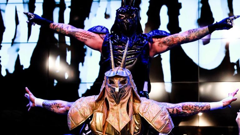 Los Lucha Brothers hacen su entrada al ring