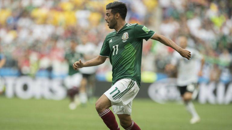 Carlos Vela durante un juego de México