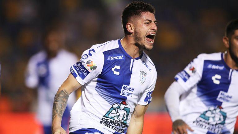 Ángelo Sagal festeja un gol con el Pachuca