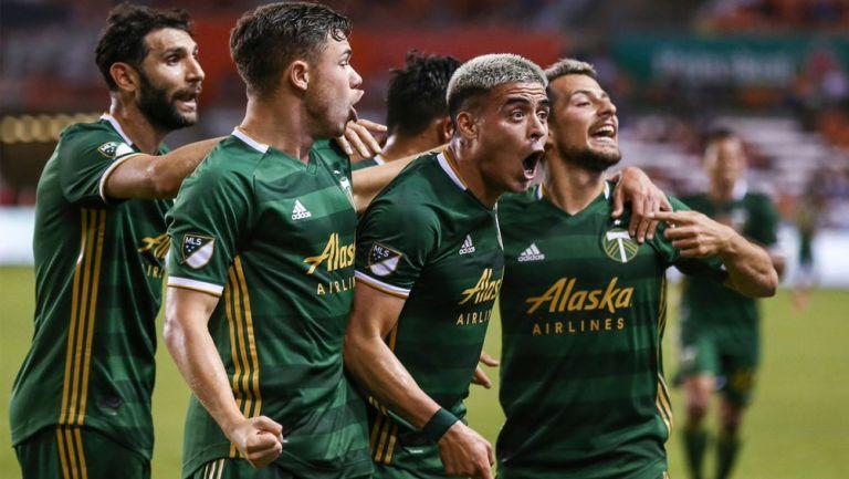 Brian Fernández festeja gol con Portland Timbers