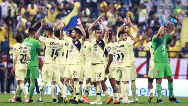 América aplaude después de la victoria ante Cruz Azul