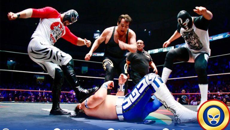 Los Dinamita atacan a Último Guerrero