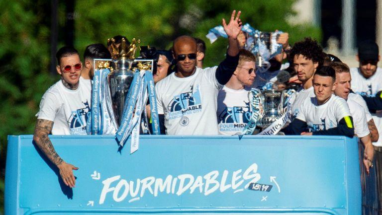 Manchester City presume sus trofeos obtenidos en la temporada